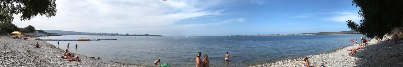 Пляж у гостиницы Лазурная 13 в Геленджике
