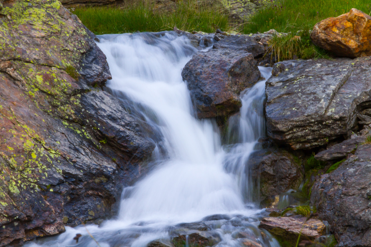 Небольшой водопад на подъёме к пер. южные Доломиты